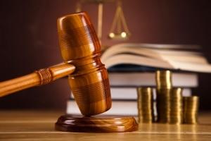 Kommt es zur Insolvenz, kann ein Anwalt weiterhin helfen, Schulden abzubauen.