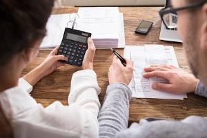 Lassen Sie sich von einer Beratungshilfe bei der Schuldenbereinigung unterstützen.