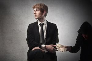 Eine strafbare Gläubigerbegünstigung kommt zum Beispiel in Betracht, wenn der Schuldner eine bereits verjährte Geldforderung bezahlt.