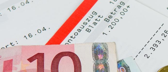 Die Kosten einer Privatinsolvenz setzen sich aus den Kosten für den Insolvenzverwalter und den Gerichtskosten zusammen.