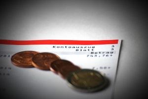 Pfändungsrechner: Netto-Gehalt und Unterhaltspflichten sind maßgeblich dafür, welcher Betrag gepfändet werden darf.