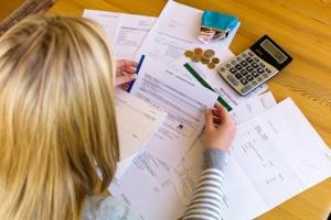 Wer Schulden abbauen möchte, muss häufig seinen Lebensstil ändern.