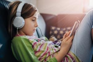 Eine häufige Schuldenfalle bei Jugendlichen ist das Handy.