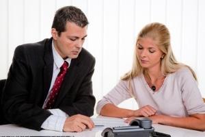 Ein Schuldnerberater kann helfen, einen Plan zu Schuldenbefreiung zu erarbeiten.