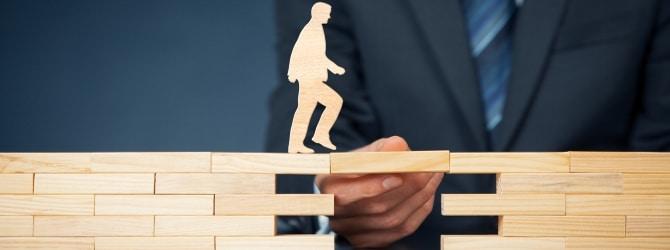 Vor allem hat die Schuldnerberatung zur Aufgabe, Brücken zu bauen - zwischen Schuldnern und Gläubigern.