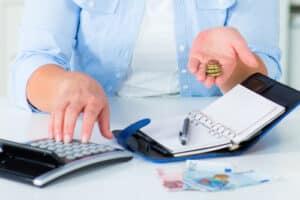 Bei einer Schuldnerberatung in Dresden wird zunächst die Höhe Ihrer Schulden ermittelt.