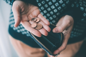 Welche Kosten für eine Schuldnerberatung entstehen, hängt von verschiedenen Faktoren ab.