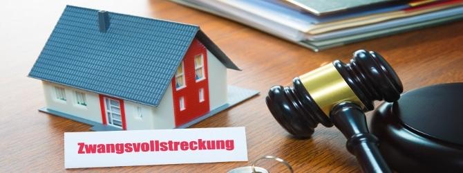 Durch eine gute staatliche Schuldnerberatung kann auch eine Zwangsvollstreckung noch verhindert werden.