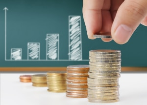 Verfahrenskosten bei der Regelinsolvenz: Die Höhe richtet sich nach der Anzahl der Gläubiger und der Insolvenzmasse.