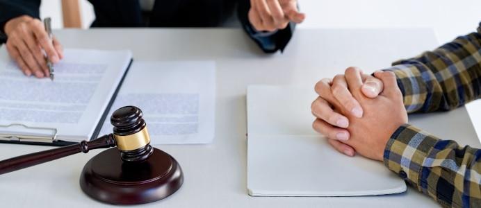 Die Vermögensauskunft ist gegenüber dem Gerichtsvollzieher abzugeben.