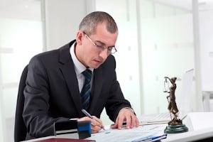 Mit dem Vollstreckungsbescheid kann der Gerichtsvollzieher den Schuldner zur Abgabe der Vermögensauskunft auffordern.